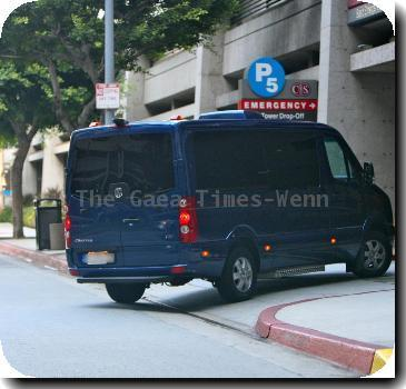***Exclusive***Erna Klum KLUM BIRTH MYSTERY Pregnant Heidi Klum and hubby Seal's people carrier arrives at hospital in Los Angeles - as her spokesman DENIES reports she has gone into labour.The blue Volkswagon pulled into Cedars-Sinai Medical Center yesterday (WEDS) as rumours grew that the supermodel was preparing to give birth to her fourth child.And further weight was added to the reports when the German star's mother, Erna, was spotted shopping at a Hollywood wholefood market before dropping off the goodies at the hospital.But a representative for Klum insisted last night: