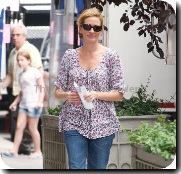 Julia Roberts walking to the set of her upcoming film 'Eat, Pray, Love' shooting in Manhattan.