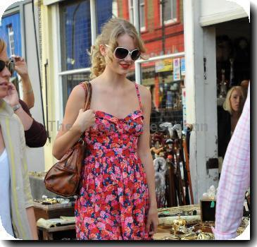 Taylor Swift  shopping in Notting Hill..