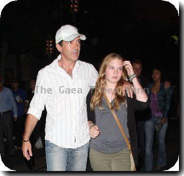 Antonio Banderas shopping with his daughter Photo - Antonio Banderas ... Antonio Banderas