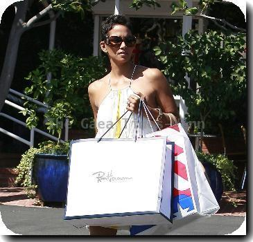 Halle Berry seen returning to her car after shopping at the 'Fred Segal' store on Melrose Avenue West Hollywood.