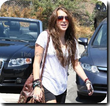 Miley Cyrus stops by Coffee Bean in Toluca Lake with friends.Los Angeles, California.