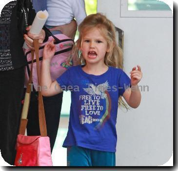 Jennifer Garner picks up her daughter