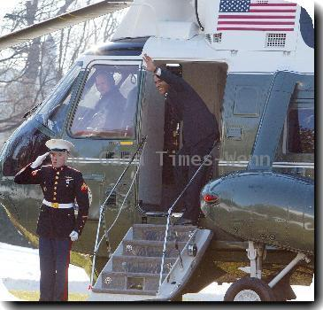 Atmosphere US President Barack Obama leaving the White House en route to Hawaii for the family annual Christmas vacation.