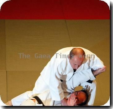Putin shows Olympic judo team