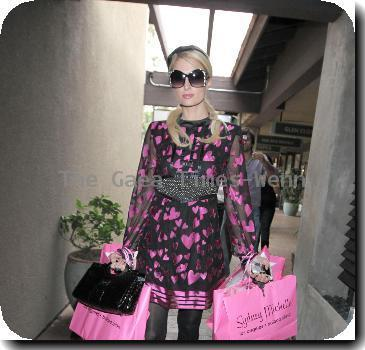 Paris Hilton shops at Sydney Michelle boutique in the Beverly Glen market place after eating lunch at The Beverly Glen Deli. Los Angeles.