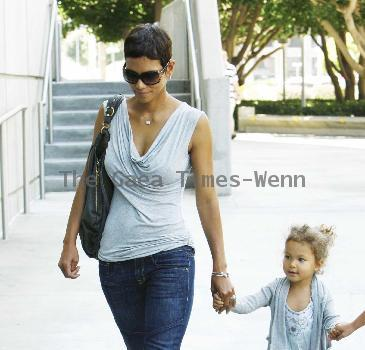 Halle Berry and her daughter Nahla arrive at The Staples Centre to visit the Circus Los Angeles.