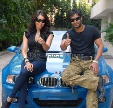 Ajay And Bipasha Reaches Diu To Shoot For Akrosh