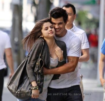 are selena gomez and taylor lautner dating 2010