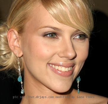 <b>Scarlett Johansson</b>