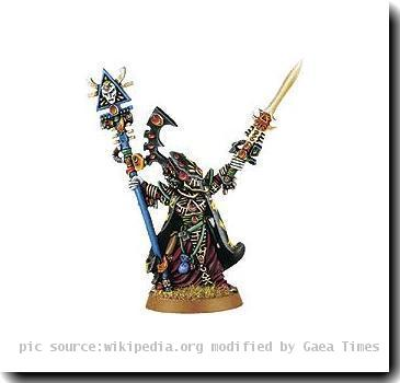 This image is of Eldrad Ulthran, an Eldar special character from the Warhammer 40,000 tabletop game and fictional universe.