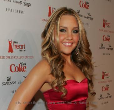 Amanda_Bynes_on_the_Red_Carpet__28cropped_29_164522_O