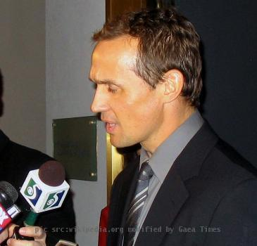 Steve Yzerman at his Michigan Sports Hall of Fame induction.
