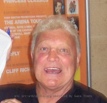 Bobby Hull during the NHL Tour in Nottingham, April 2006.