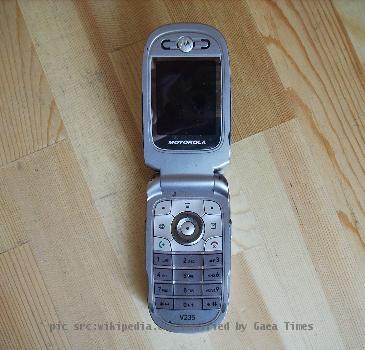 File:Motorola V235